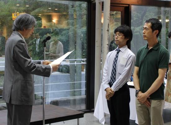古屋さん(博士2年)と大渕教授が最優秀論文賞を受賞