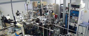 実験室風景-化学結合状態を調べる装置-
