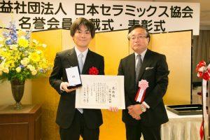 上野慎太郎准教授(左)